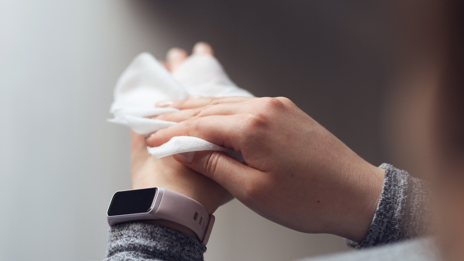 Does Using Disinfectant Wipes On Your Hands Really Work?