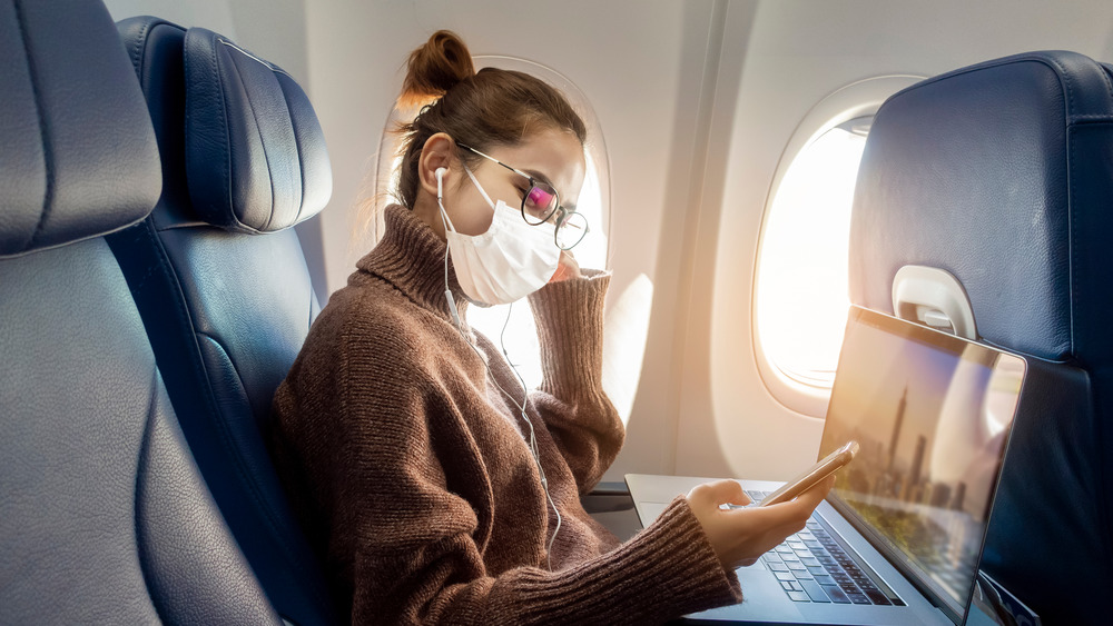 The best type of mask to wear on a plane